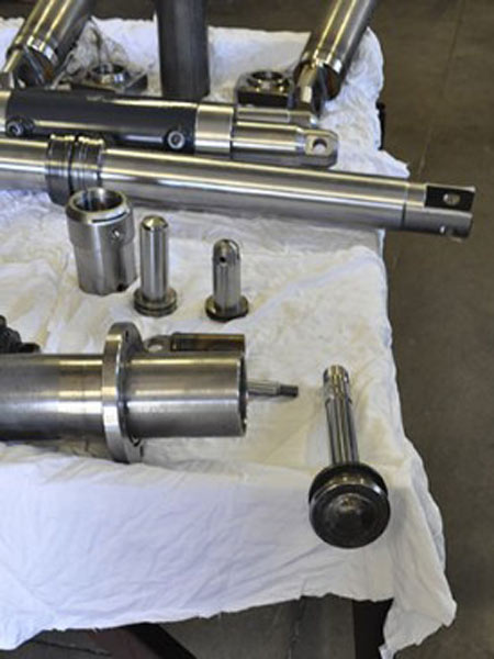 Steli-per-cilindri-idraulici-Modena-Reggio-Emilia